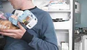 Чем чреваты открытая дверь холодильника и его перегруженность…